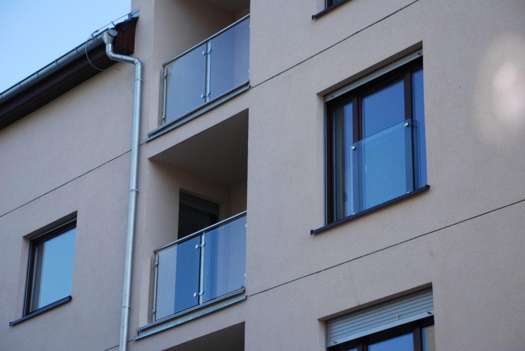Balustrady balkonowe wypełnienie szkło